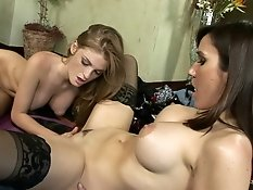 Awesome lesbian pornstars licking
